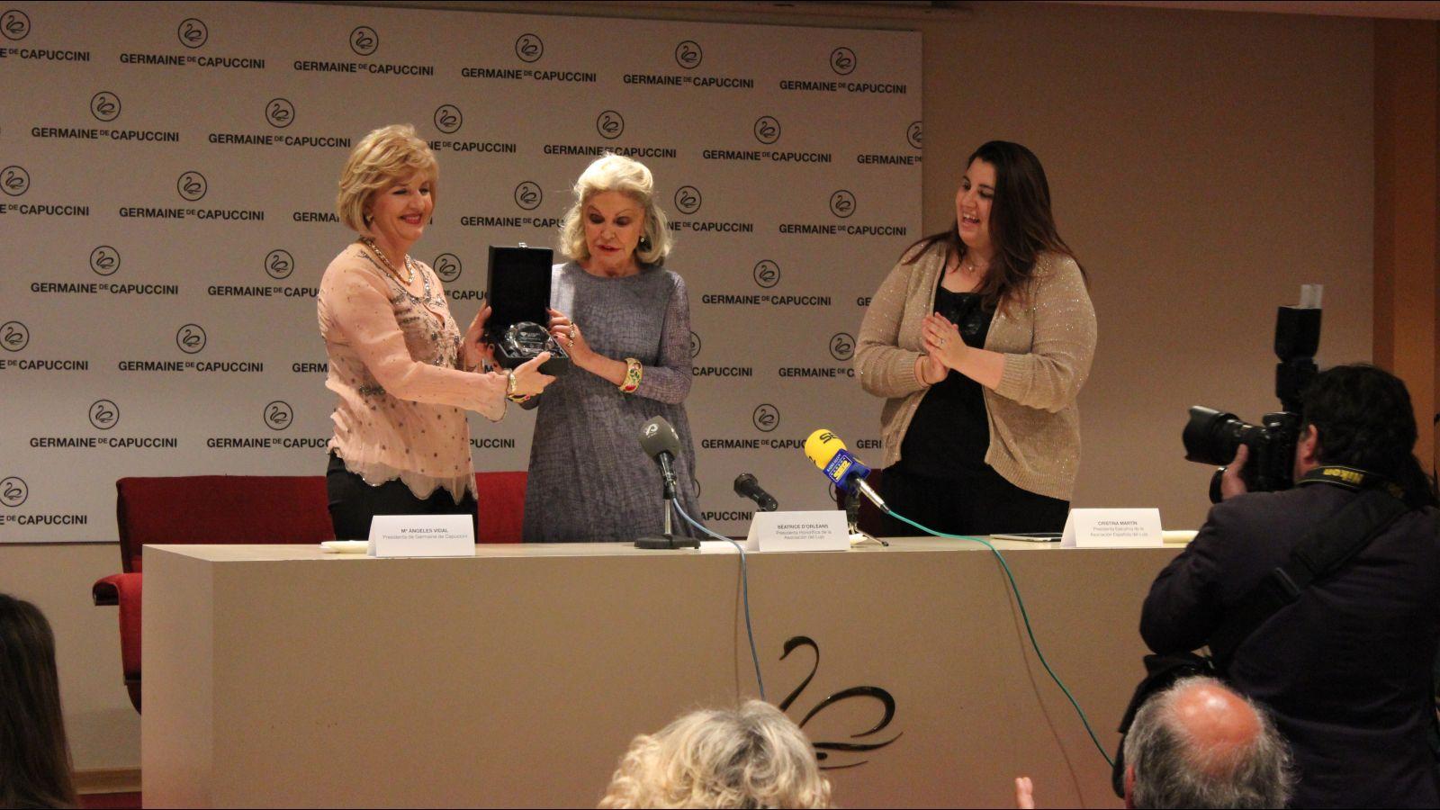 S.A.R. la Princesa Béatrice D'Orléans concede a Germaine de Capuccini el Diamante de la Excelencia