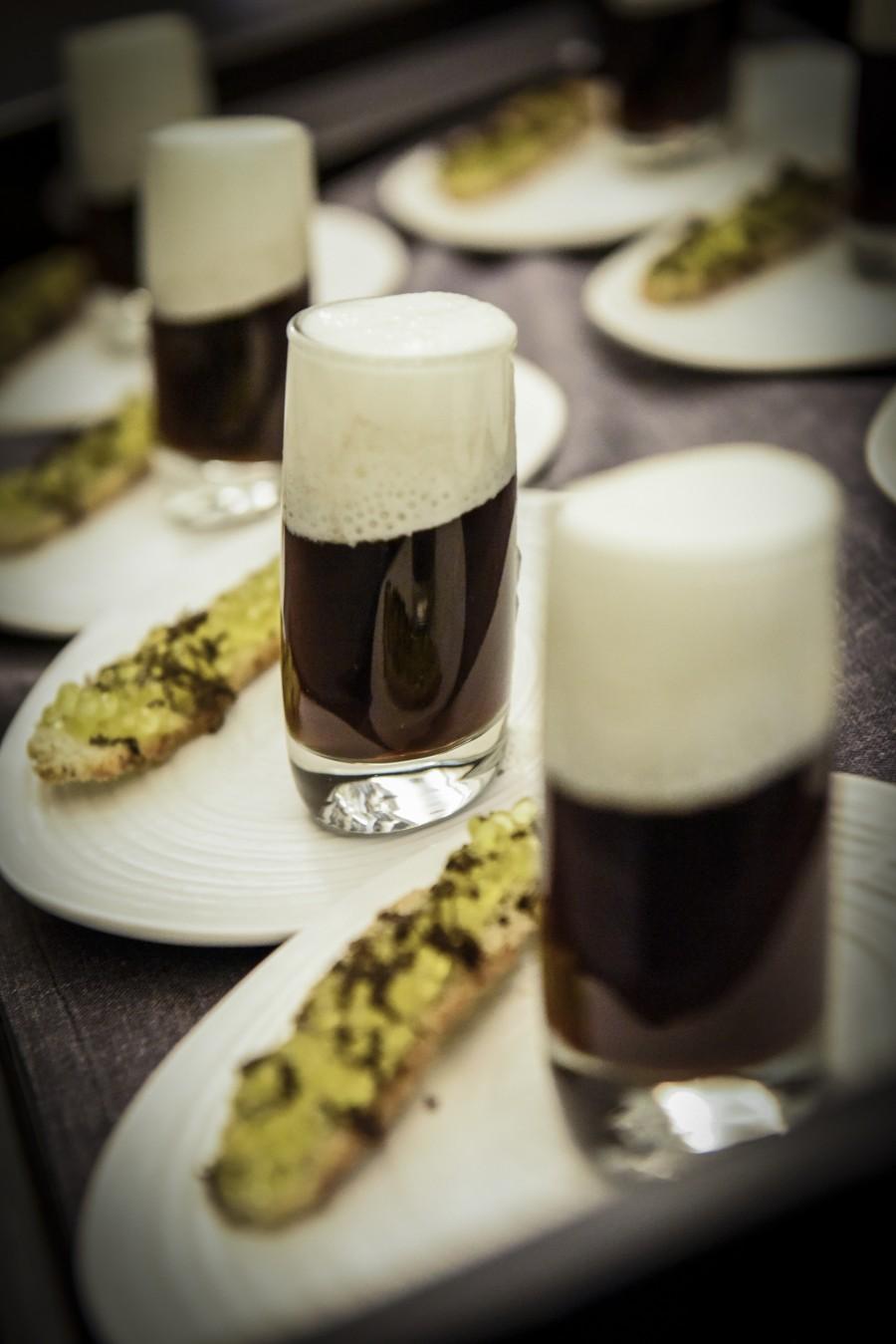 Guiness de setas con tosta de trufa La Trufería y Caviaroli de arbequina