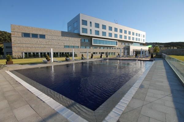 Valbusenda uno de los diez mejores hoteles de cinco for Listado hoteles 5 estrellas madrid