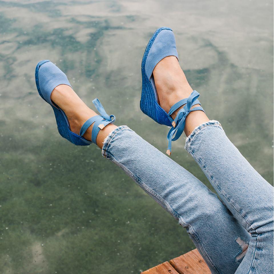Castañer-Carina-azul-LuxurySpain