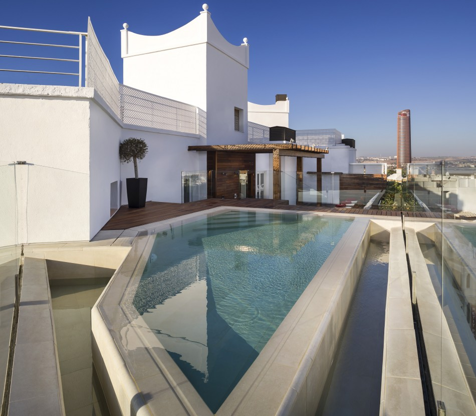 GranMeliaColon-Pool-LuxurySpain
