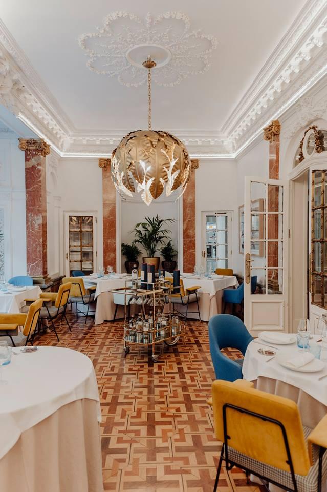 Mesa-redonda-interiorismo- LuxurySpain