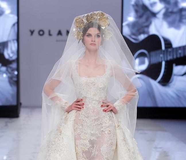Yolancris presenta a una novia sin miedo y femenina en la VBBFW19 | Luxury Spain